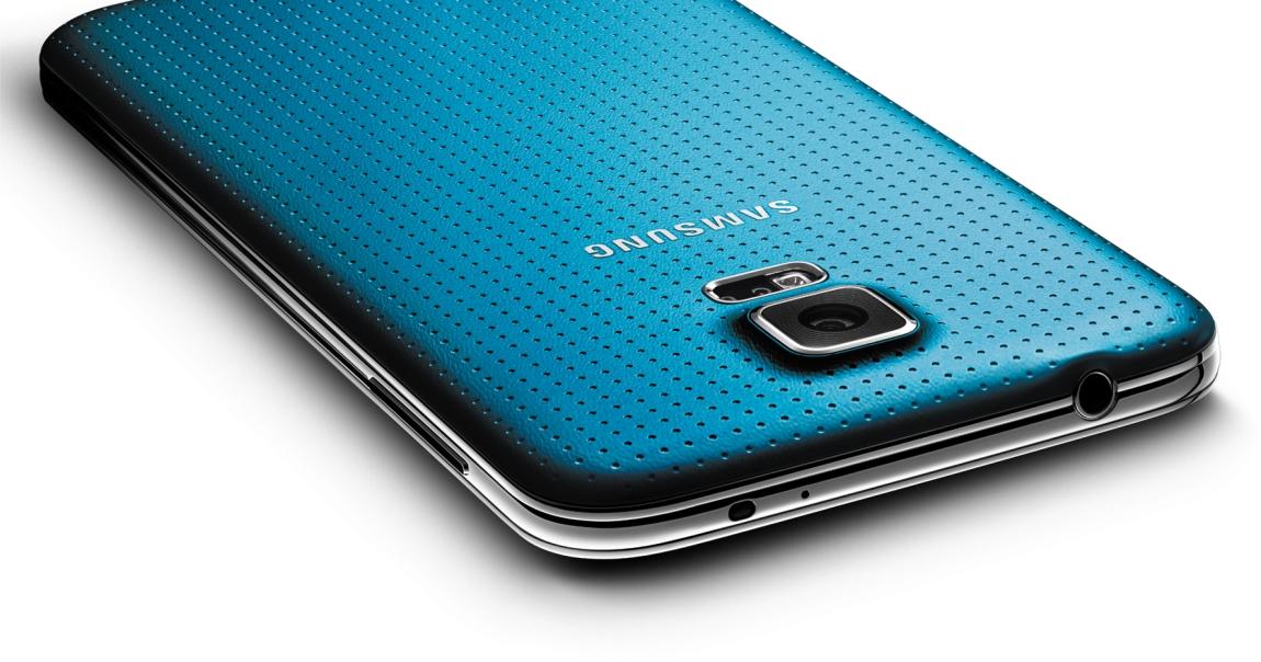 Smartphone fragili? Galaxy S5 è sopravvissuto alla caduta da un aereo (video)